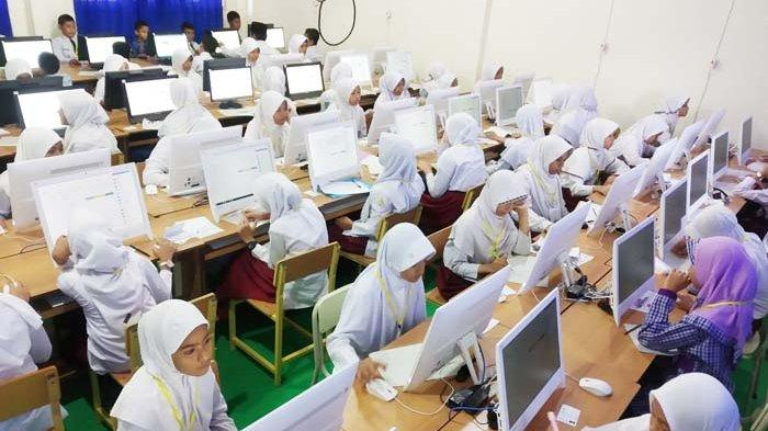 eserta-ujian-sistem-computer-assisted-tes-cat