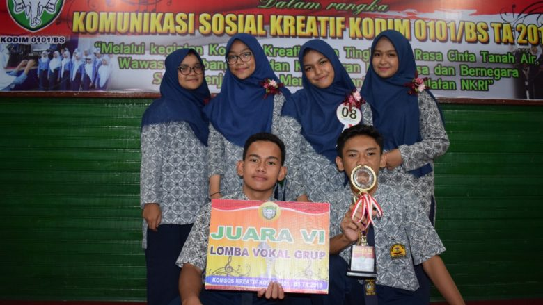 Foto Bersama Peserta Lomba Vokal Grup MTsN 1 Model Banda Aceh, seusai menerima hadiah. (Sabtu/28-09-2019)
