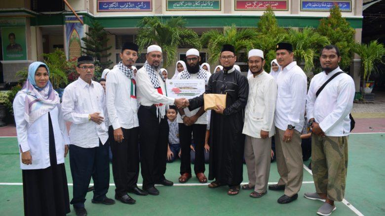 MTsN 1 Model Banda Aceh kembali mendonasi Palestina, kesempatan ini dalam rangka pembangunan masjid Istiqlal Indonesia diGaza yang dihimpun sejak 9 s.d 10 Maret. Diserahkan Rabu, (11/03/2020)